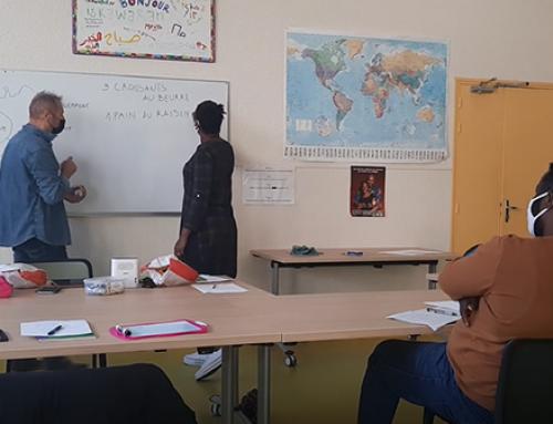 Présentation en images des cours de français délivrés par des bénévoles au Pôle Migrants